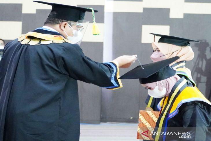 Universitas Lambung Mangkurat luluskan 1.107 orang di wisuda ke-103