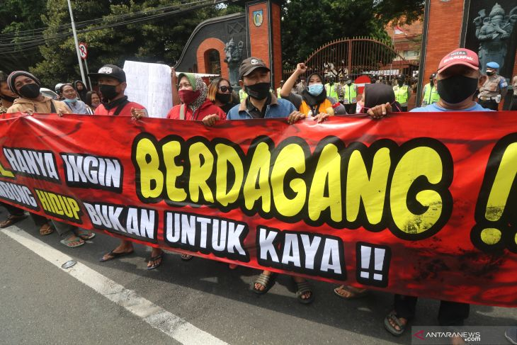 Unjuk Rasa PKL di Kediri