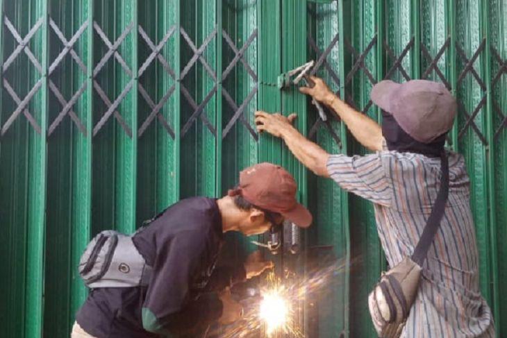 Tim terpadu Singkawang tertibkan 120 kios di Pasar Semi Modern Alianyang