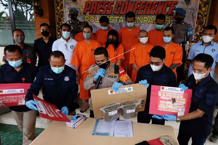 Hasil pengungkapan kasus narkoba di Denpasar