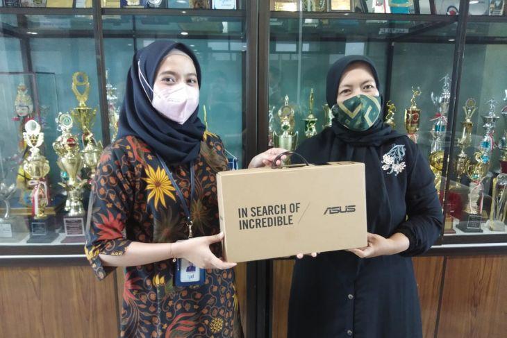 Bank Kalsel bantu laptop TK Al Quran dan TK Islam