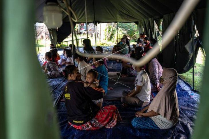Pengungsian warga terdampak gempa Ambarawa