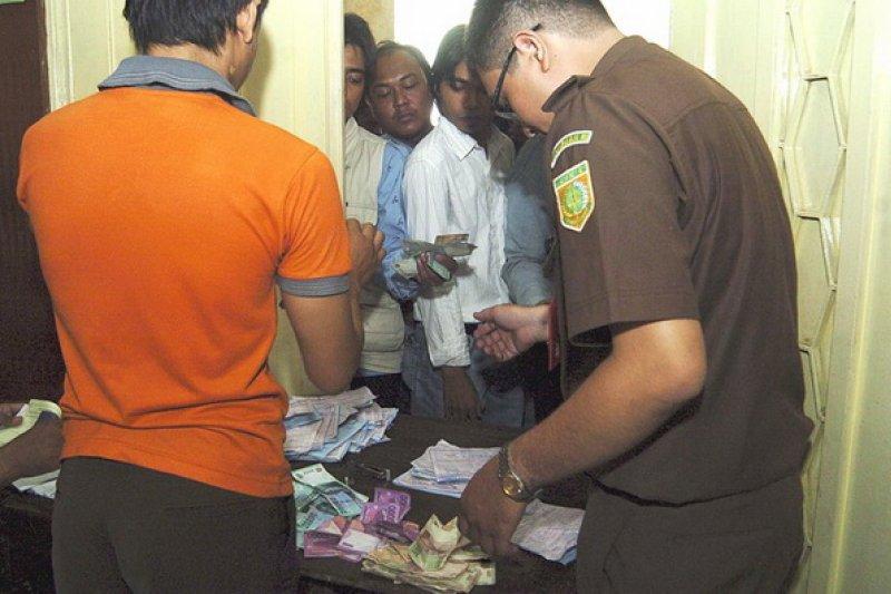 Petugas Kejari Rembang diduga tilap duit tilang Rp2,8 miliar