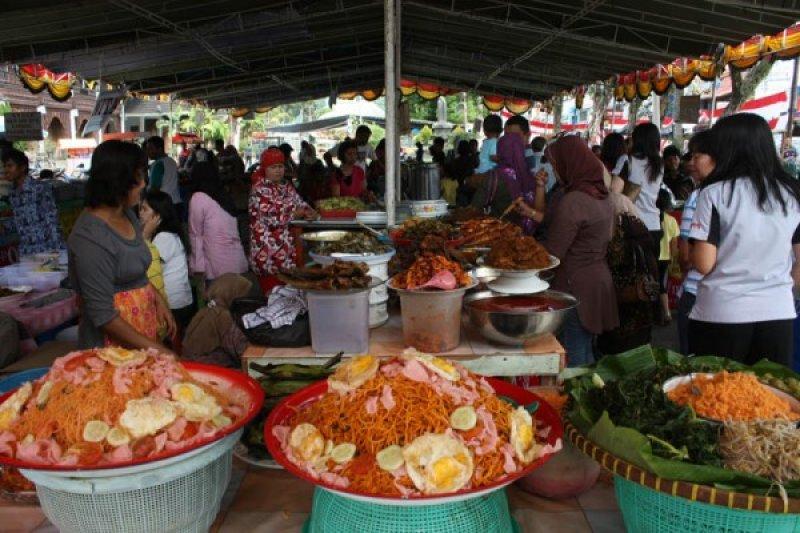 """Pusat """"pasa pabukoan"""" Padang di Pasar Raya"""