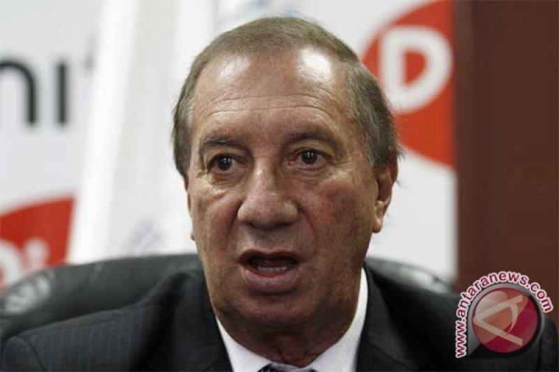 Mantan pelatih Argentina Carlos Bilardo kritis