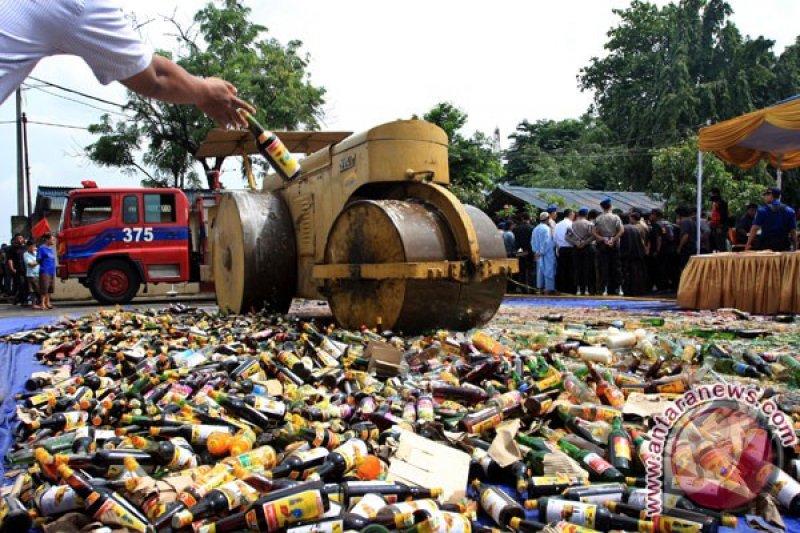 Narkoba dan ribuan botol miras dimusnahkan