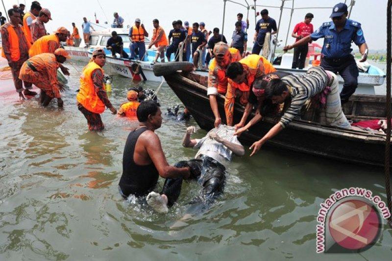 Perahu cepat tabrak kapal pengangkut pasir, 26 orang tewas di Bangladesh