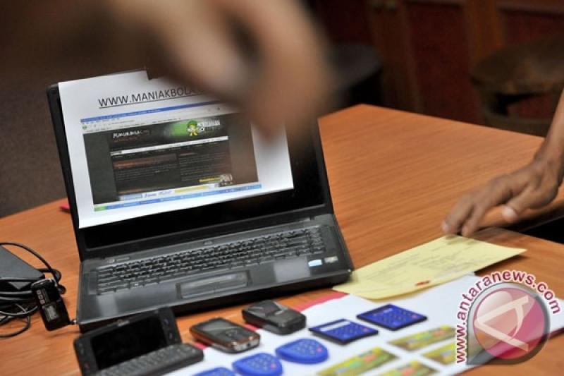 Polda Kepri Tangkap Empat Perempuan Pelaku Judi Online Antara News