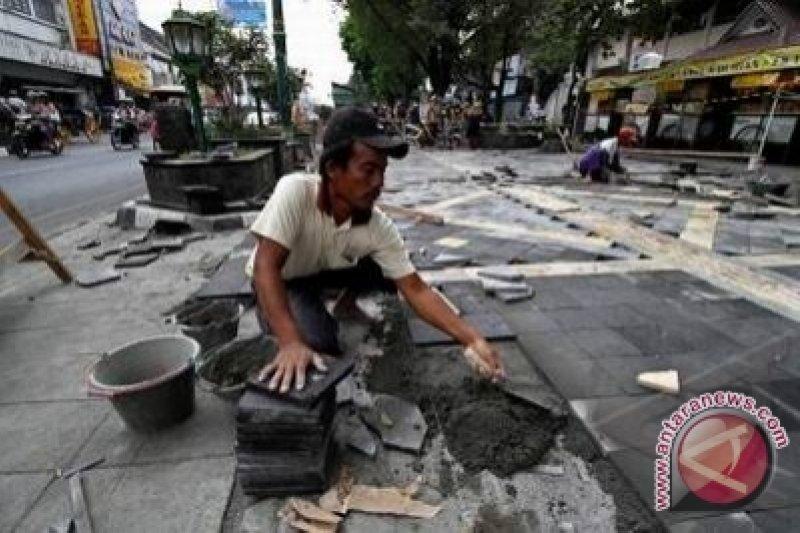 """Trotoar dengan """"guiding block""""di Yogyakarta ditambah"""