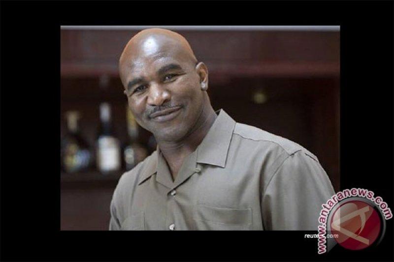 Holyfield ikuti Mike Tyson mengunggah video latihan