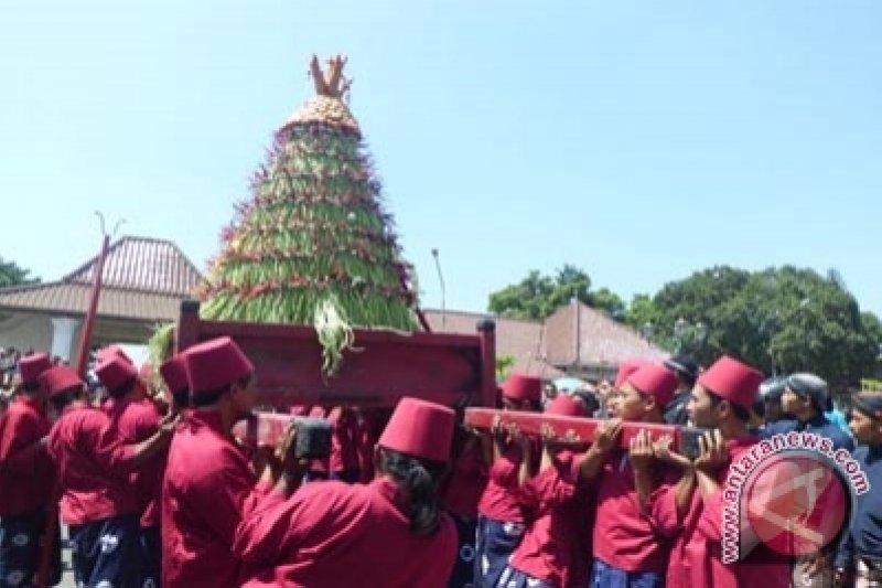 "Kraton Yogyakarta selenggarakan ""grebek besar"""