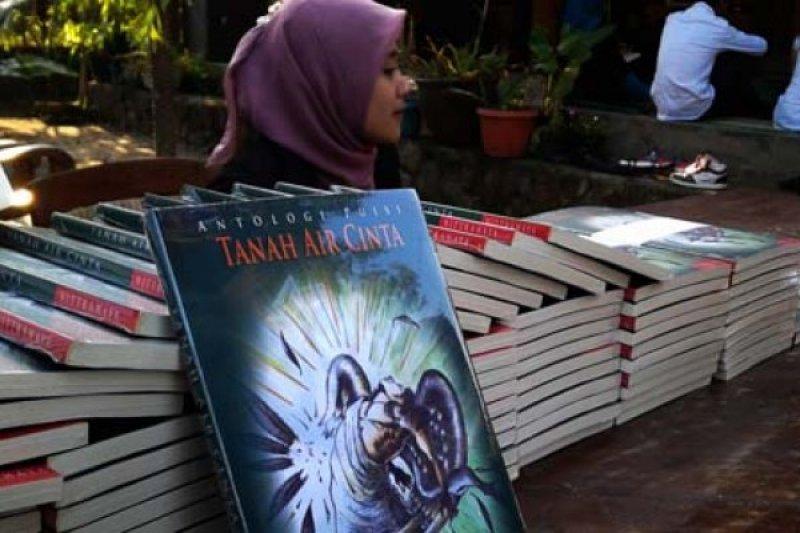 """Antologi Puisi """"Tanah Air Cinta"""" Diluncurkan"""