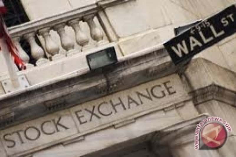 Wall Street jatuh akibat kekhawatiran tarif impor