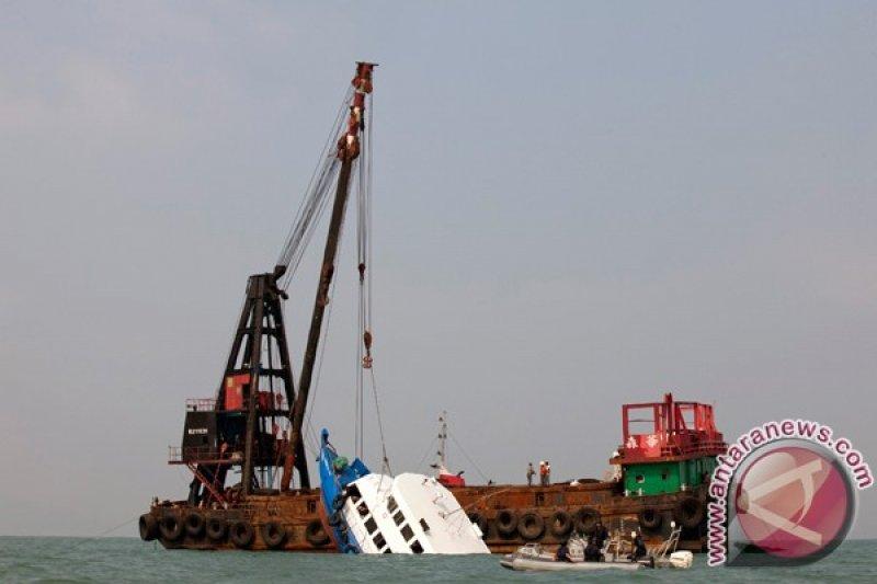 Sedikitnya 14 orang hilang setelah tabrakan dua kapal barang di China