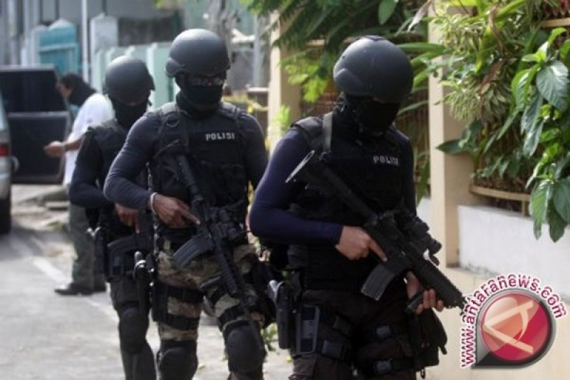 Densus 88 gerebek tiga lokasi di Surabaya