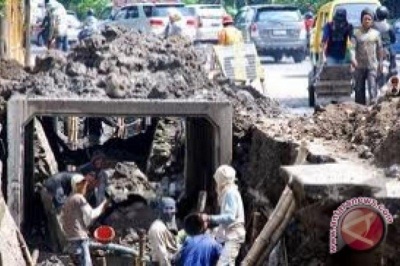 Pemasangan gorong-gorong Yogyakarta terhalang kabel