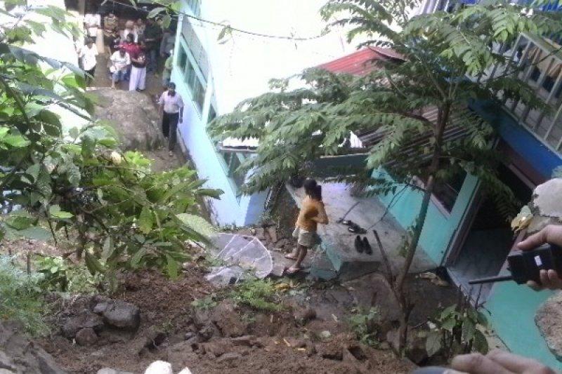 BPBD: Longsor Ancam Perumahan Warga di Padang