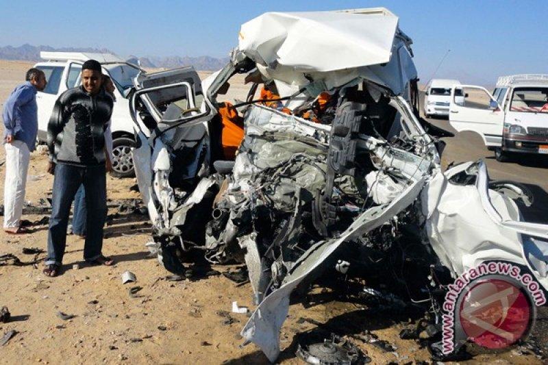 20 Orang tewas dalam kecelakaan maut di jalan raya gurun Mesir Hulu