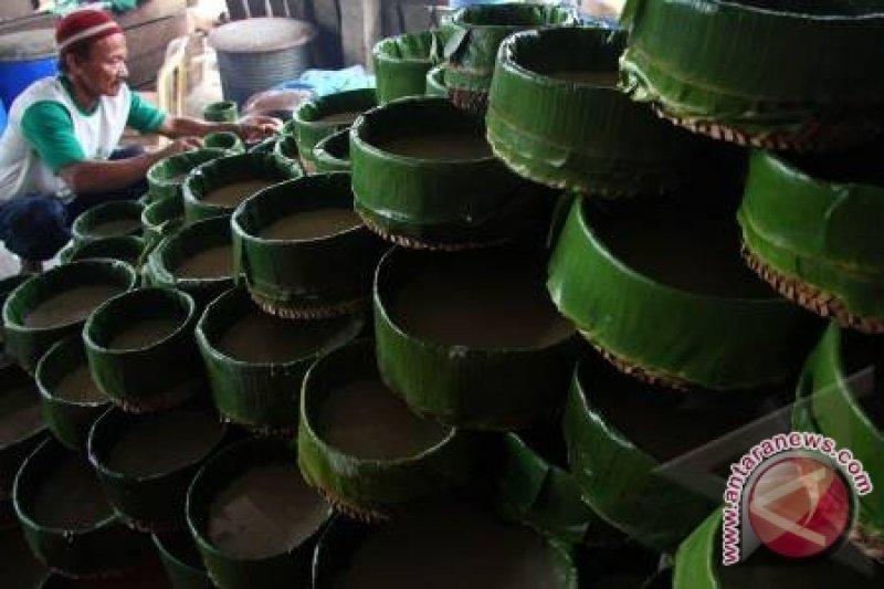 Kue keranjang tertinggi meriahkan karnaval Pekan Budaya Tionghoa