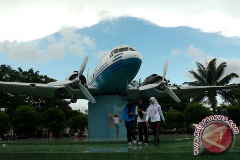 Nasir Djamil Temui Lima Ahli Waris Pemegang Obligasi Pembelian Dua Pesawat Seulawah Antara News