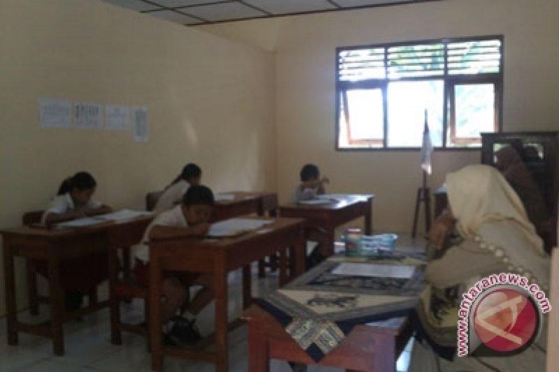 Gunung Kidul memberikan insentif kepada 800 guru dan pegawai tidak tetap
