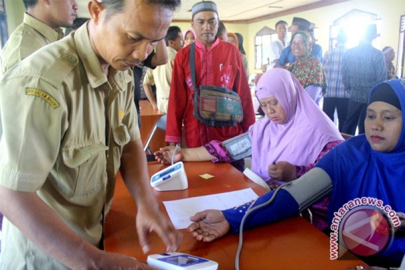 Calon Haji Barito Utara Disuntik Vaksin Meningitis