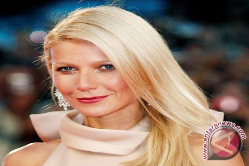 Aktris Gwyneth Paltrow tunda bulan madu