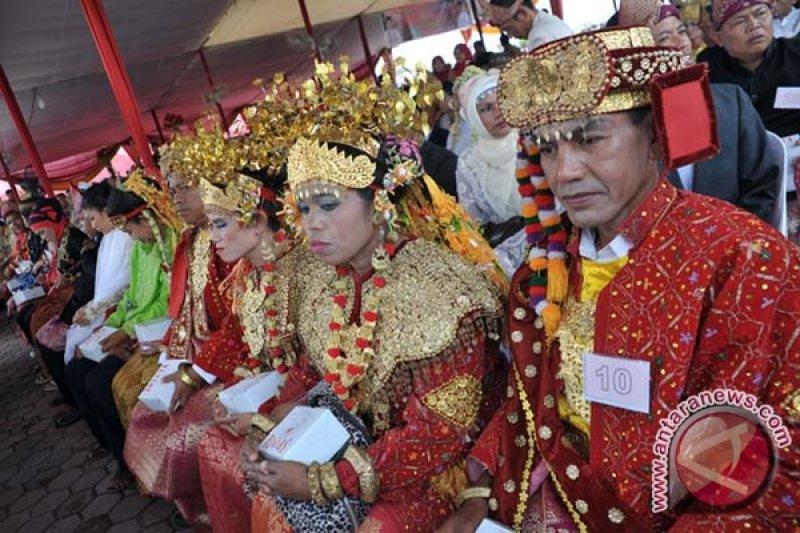 Enam  pasangan TKI dinikahkan