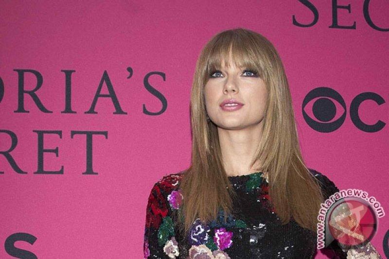 Taylor Swift tampil di peragaan busana Victoria's Secret