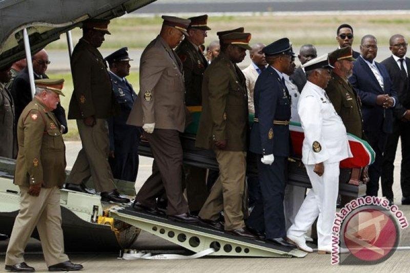 Putri Nelson Mandela wafat