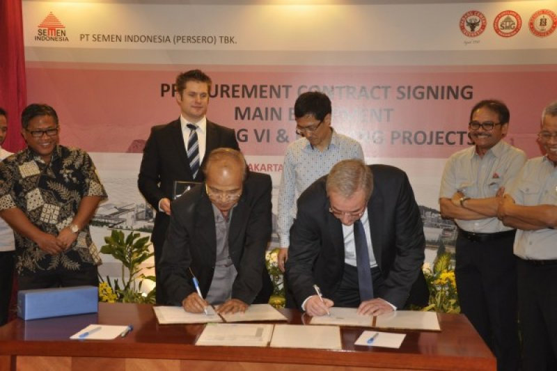 Semen Padang Teken Kontrak Pembelian Peralatan Indarung VI