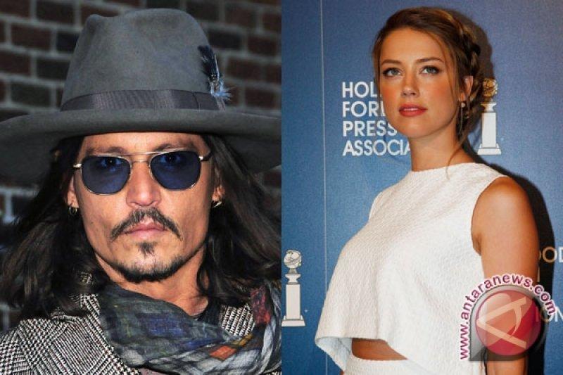Johnny Depp bertunangan dengan Amber Heard