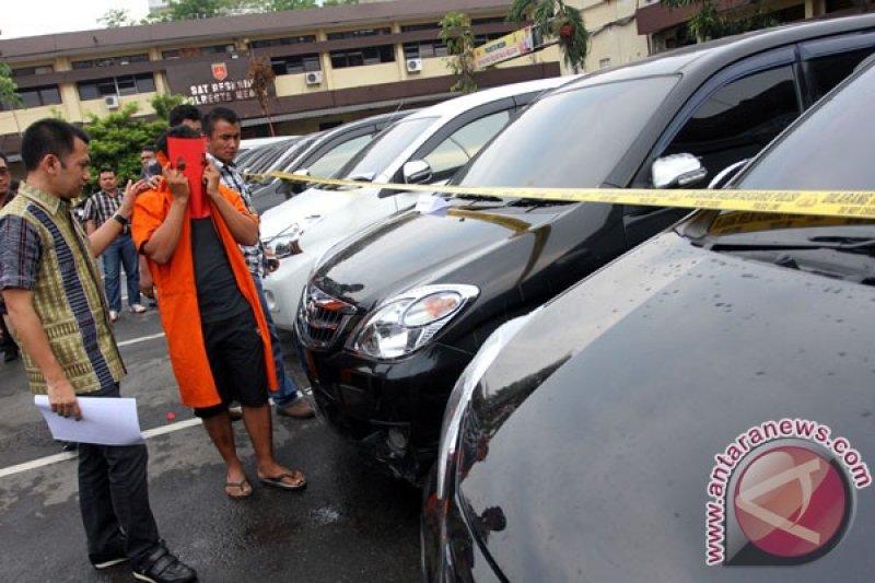 Polisi tangkap pejabat pemprov diduga larikan mobil rental