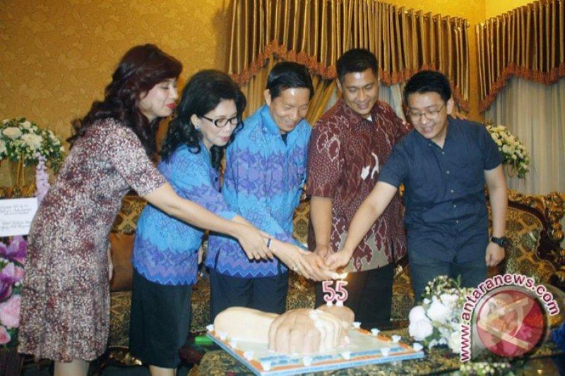 Jejak Karya di Usia 55 Tahun      Dr. Ir. GODBLESS SOFCAR VICKY LUMENTUT, S.H, M.SI, M.M, D.E.A