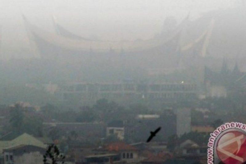 Dino Patti: Kabut Asap Turunkan Reputasi Indonesia