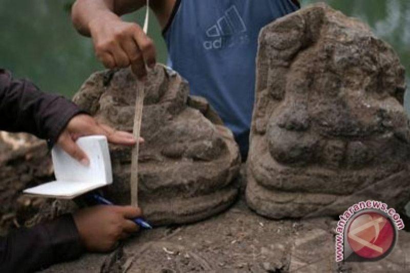 Warga temukan batu candi dan arca