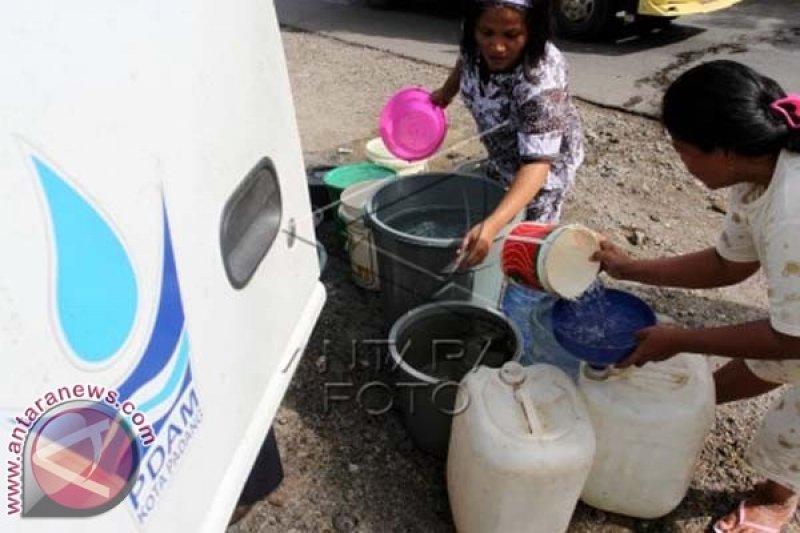 PDAM Pinrang Salurkan Bantuan Air Bersih