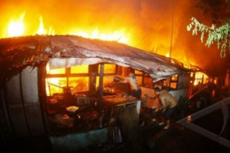 Dinsos Agam Bantu Korban Kebakaran di Lubuk Basung