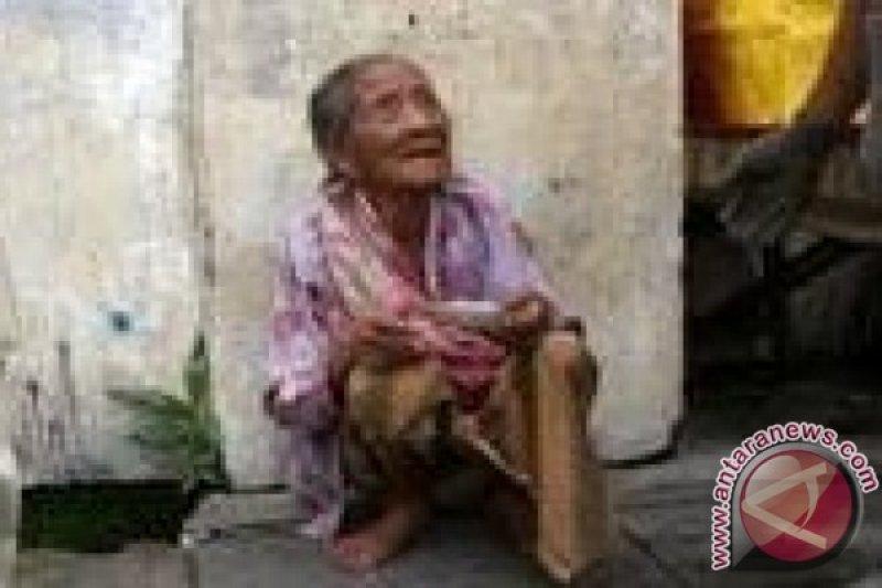 Hapsah, nenek  terpisah 30 tahun berhasil dipertemukan dengan keluarga