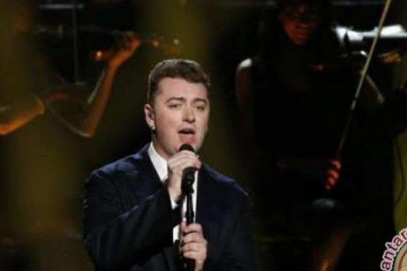 Alasan kesehatan, Sam Smith batal tampil di Billboard Music Awards