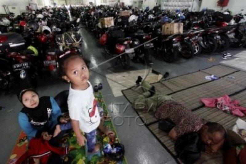 1.278 Pemudik Bermotor Diangkut KRI Banda Aceh