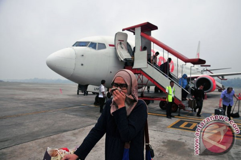 20 Penerbangan Batal Akibat Asap Di Bandara Sultan Syarif Kasim Ii Antara News