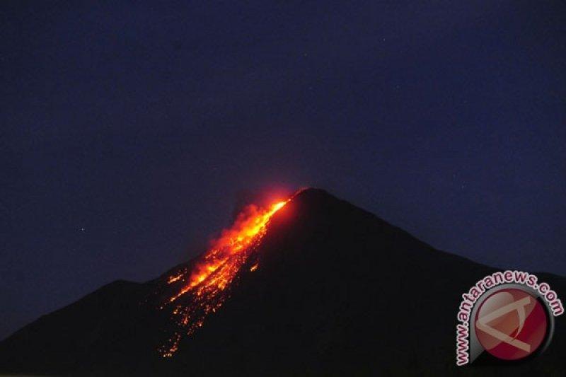 Gunung Karangetang masih meluncurkan lava pijar