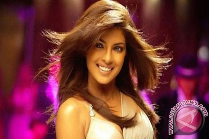 Aktris Priyanka Chopra dituduh mendorong perang nuklir India-Pakistan