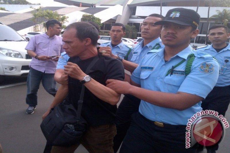 Diduga Peras Anggota DPR Fotografer Diamankan Pamdal