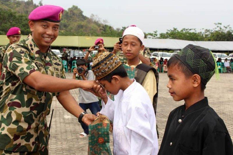 Marinir-Pajero Club Indonesia Gelar Aksi Sosial
