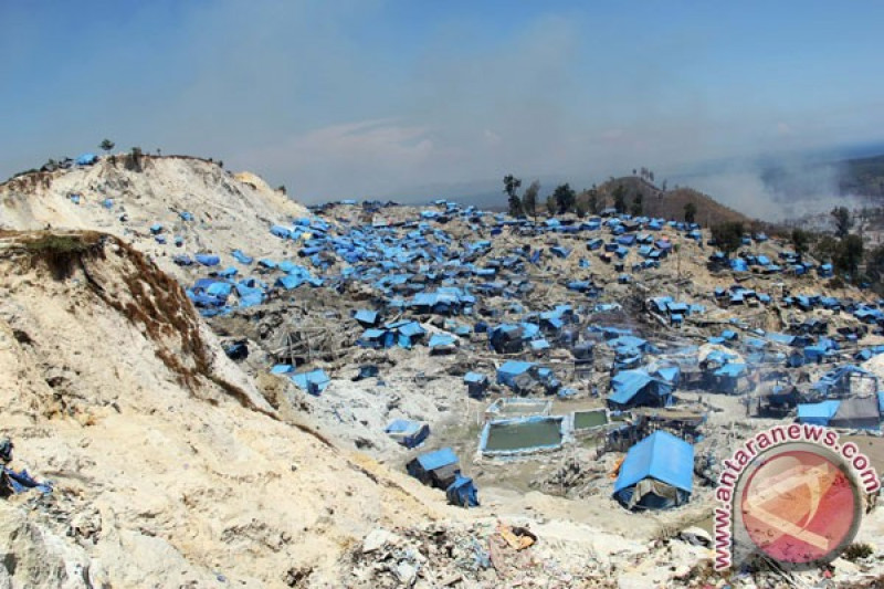 Ratusan Penambang Gunung Botak Tinggalkan Namlea Antara News