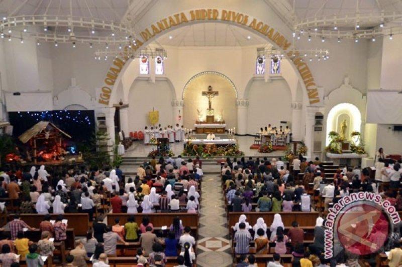 Misa Natal Katedral Semarang Dipimpin Konsultor Keuskupan Antara Jateng