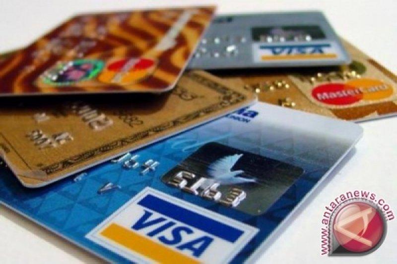 Anda mungkin menelan plastik setara satu kartu kredit per pekan