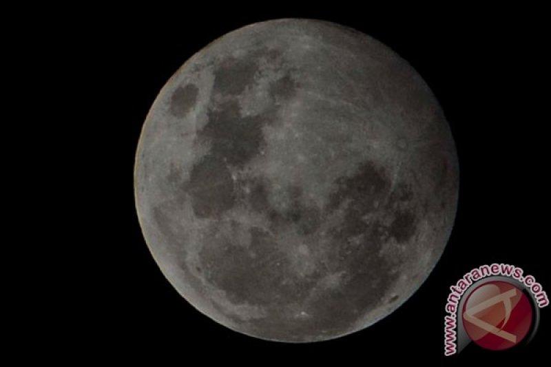 Gerhana bulan penumbra lintasi Indonesia pada 11 Januari, cahaya bulan akan lebih samar dari biasanya
